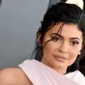 """<p class=""""Normal""""> <strong>2. Kylie Jenner: 170 triệu USD</strong></p> <p class=""""Normal""""> Tuổi: 21</p> <p class=""""Normal""""> Hồi tháng 3 năm nay, Kylie Jenner, em gái của Kim, Khloe và Kourtney Kardashian trở thành nữ tỷ phú tự thân trẻ nhất thế giới trên bảng xếp hạng của Forbes.</p> <p class=""""Normal""""> Công ty mỹ phẩm Kylie Cosmetics do cô sở hữu được Forbes định giá 900 triệu USD. Cộng thêm các khoản thu nhập khác từ việc tham gia các chương trình truyền hình và bài đăng trên mạng xã hội giúp tài sản của Kylie Jenner cán mốc một tỷ USD ở tuổi 21.</p> <p class=""""Normal""""> Ảnh: <em>Getty Images.</em></p>"""