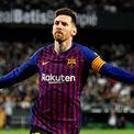 """<p class=""""Normal""""> <strong>4. Lionel Messi: 127 triệu USD</strong></p> <p class=""""Normal""""> Tuổi: 32</p> <p class=""""Normal""""> Kể từ khi gia nhập câu lạc bộ bóng đá Barcelona năm 2003, Messi đã chơi 687 trận, ghi 603 bàn và giành được 33 danh hiệu câu lạc bộ, trong đó có 10 danh hiệu La Liga.</p> <p class=""""Normal""""> Hợp đồng với Barcelona của Messi kéo dài đến mùa giải 2020-2021 với mức thu nhập 80 triệu USD/năm. Anh cũng ký hợp đồng dài hạn với Adidas.</p> <p class=""""Normal""""> Ảnh: <em>EPA.</em></p>"""
