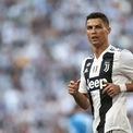 """<p class=""""Normal""""> <strong>6. Cristiano Ronaldo: 109 triệu USD</strong></p> <p class=""""Normal""""> Tuổi: 34</p> <p class=""""Normal""""> Ronaldo gia nhập Juventus vào năm 2018 sau 9 năm gắn bó với Real Madrid cùng mức lương 64 triệu USD/năm. Ngoài ra, cầu thủ nổi tiếng này còn có nhiều hợp đồng quảng cáo với các thương hiệu lớn.</p> <p class=""""Normal""""> Ảnh: <em>Getty Images.</em></p>"""