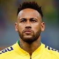 """<p class=""""Normal""""> <strong>7. Neymar: 105 triệu USD</strong></p> <p class=""""Normal""""> Tuổi: 27</p> <p class=""""Normal""""> Neymar là cầu thủ bóng đá thứ 3 có mặt trong Top 10. Bản hợp đồng 5 năm với đội bóng Paris Saint-Germain giúp anh bỏ túi 350 triệu USD.</p> <p class=""""Normal""""> Ảnh: <em>CNN.</em></p>"""