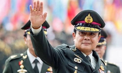 Thủ tướng Thái Lan  Prayuth Chan-ocha trong lễ bàn giao chức tưlệnh lục quân cho người kế nhiệm hồi năm 2014. Ảnh: Reuters.