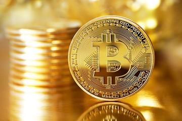Giá Bitcoin lao dốc vì dự án tiền ảo của Facebook bị chỉ trích