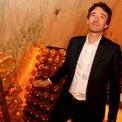 <p> Antoine Arnault. Ảnh: <em>Getty Image.</em></p> <p> Em trai của Delphine, Antoine, là giám đốc điều hành của nhãn hiệu thời trang nam Berluti và chủ tịch của nhãn hiệu cashmere Loro Piana, 2 thương hiệu thuộc LVMH. Bên cạnh đó, Antoine còn được bổ nhiệm làm giám đốc truyền thông và hình ảnh cho LVMH từ tháng 6/2018.</p>