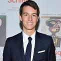 <p> Alexandre Arnault. Ảnh: <em>Getty Images.</em></p> <p> Alexandre, con trai của Bernard Arnault và Helene Mercier, là CEO của Rimowa, một thương hiệu vali Đức thuộc sở hữu của LVMH. Công ty này có doanh thu hàng năm khoảng 455 triệu USD.</p>
