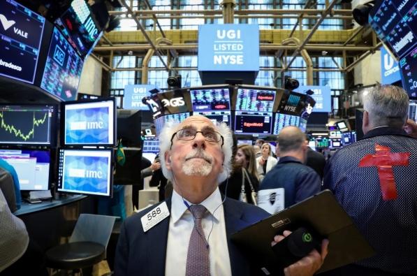 Lo ngại lợi nhuận doanh nghiệp trước chiến tranh thương mại, Phố Wall giảm điểm