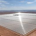 <p> Nằm tại cửa ngõ để đi vào sa mạc Sahara, toàn bộ dự án phức hợp này sản xuất được 580 MW, đủ để cung cấp cho một thành phố cỡ Prague, thủ đô của Cộng hòa Séc, tức là gấp đôi thành phố Marrakesh của Morocco. Ảnh: <em>Getty Images.</em></p>