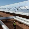 """<p> Nhu cầu tiêu thụ điện tại Morocco hiện gấp đôi so với năm 2010. """"Tới năm 2030, chúng tôi muốn Morocco trở thành một trong những quốc gia đầu tiên trên thế giới có tỷ lệ sử dụng năng lượng tái tạo vượt nhiên liệu hóa thạch"""", ông Yassir Badih, Giám đốc dự án cấp cao tại Masen nói với CNN. Masen là chủ đầu tư dự án phức hợp Noor-Quarzazate. Ảnh: <em>Getty Images.</em></p>"""