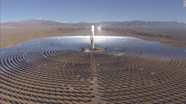 Toàn cảnh 'cánh đồng' điện mặt trời tập trung lớn nhất thế giới