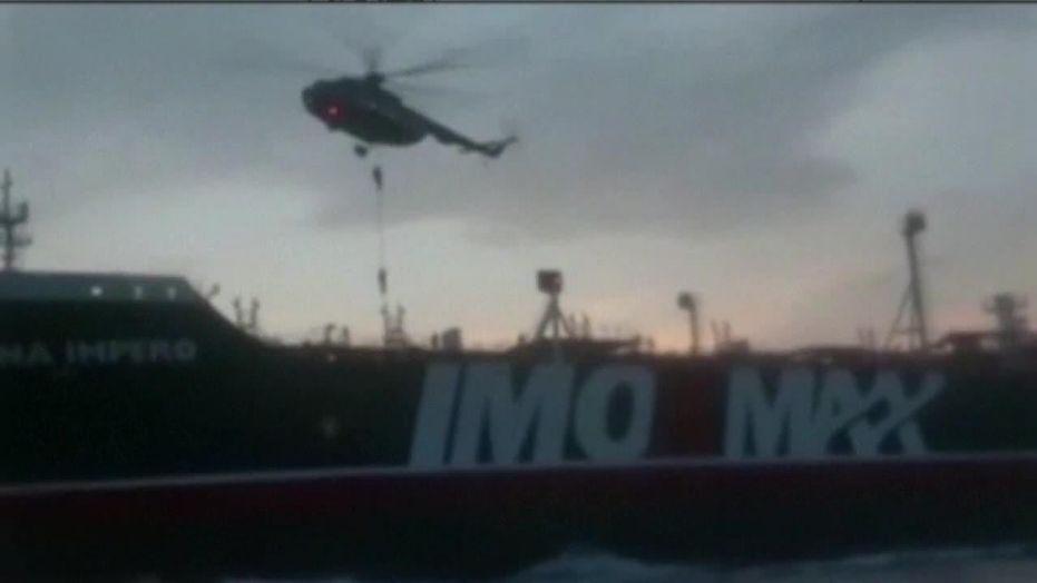 Binh sĩ Iran đu dây từ trực thăng, bắt tàu chở dầu Anh