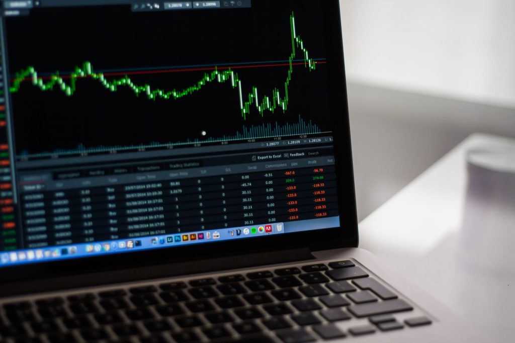 DLG, TVB, MWG, SCR, CMC, NHT, GVT: Thông tin giao dịch cổ phiếu