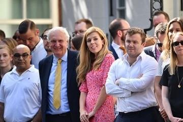 Bạn gái kém 24 tuổi của tân Thủ tướng Anh