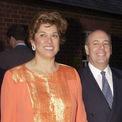 """<p class=""""Normal""""> <strong><span style=""""color:rgb(95,95,95);"""">Patricia Kluge</span></strong></p> <p class=""""Normal""""> Cựu người mẫu Patricia Kluge kết hôn với người chồng thứ hai, tỷ phú John W. Kluge, vào năm 1981. Khi đó, ông Kluge sở hữu khối tài sản 5 tỷ USD và được tạp chí Forbes xếp hạng là người giàu nhất ở Mỹ. 9 năm sau, cặp đôi ly dị và bà Patricia được chia tài sản một khoản lớn, bao gồm tiền trợ cấp 1 triệu USD mỗi năm và điền trang Albemarle rộng lớn.</p> <p class=""""Normal""""> Sau đó, Patricia kết hôn lần thứ ba với William """"Bill"""" Moses và dùng tài sản có được trong vụ ly hôn với chồng cũ để mở một trang trại rượu nho rộng lớn gần Albemarle. Tuy nhiên, khi thị trường bất động sản Mỹ lao dốc vào năm 2008, Patricia rơi vào cảnh nợ nần chồng chất và bị ngân hàng Bank of America tịch biên trang trại.</p> <p class=""""Normal""""> Năm 2011, điền trang của bà được nhà ông Donald Trump mua lại với giá chỉ bằng một phần so với giá trị trước kia. Patricia thậm chí đã phải bán đấu giá hết nữ trang và các tài sản còn lại để tránh lâm vào cảnh phá sản, nhưng không thành công. Cuối cùng, bà phải nộp đơn xin bảo hộ phá sản vào tháng 6/2011.</p>"""