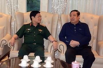 Đại tướng Ngô Xuân Lịch thăm, tặng quà Đại tướng Phùng Quang Thanh