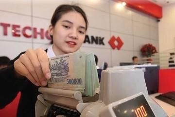 Techcombank báo lãi nửa đầu năm tăng 9% lên 5.661 tỷ đồng, dư nợ cho vay tăng 16%