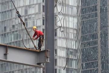 Bloomberg: Kinh tế Trung Quốc tiếp tục đi xuống trong tháng 7