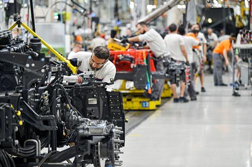 Công nhân làm việc trong một nhà máy tại vùng Bắc Âu. Ảnh:Bloomberg