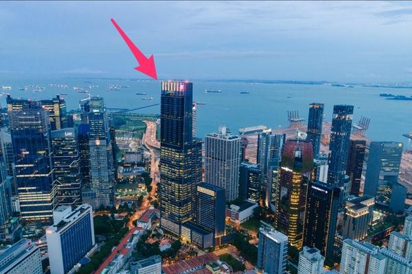 Bên trong toà nhà cao nhất Singapore