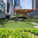 <p> Toà nhà cũng sở hữu công viên rộng 150.000 m2, là nơi tổ chức nhiều sự kiện khác nhau trong cả năm.</p>
