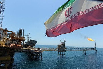 Iran kêu gọi các nước mua thêm dầu, sẵn sàng đàm phán với Arab Saudi