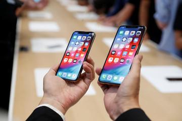 Apple vẫn nhận 'cơn mưa tiền' dù iPhone bán ế