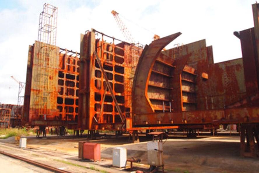 Đấu giá bán sắt vụn theo cân 3 tổng đoạn thân tàu đóng dở dang của Vinalines