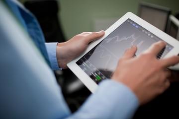 Ngày 2/8: Khối ngoại sàn HoSE tiếp tục bán ròng 202 tỷ đồng