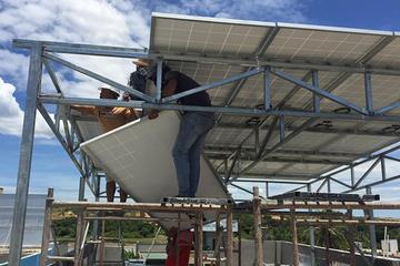Điện mặt trời chờ giá mới
