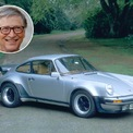 """<p class=""""Normal""""> Porsche 959 (không phải xe thực tế của Bill Gates). Ảnh: <em>Charles Platiau/Reuters; Getty Heritage Images.</em></p> <p class=""""Normal""""> <strong>Bill Gates</strong></p> <p class=""""Normal""""> Gates từng chia sẻ trong một cuộc phỏng vấn rằng sự phô trương lớn nhất của ông sau khi thành lập Microsoft là mua một chiếc siêu xe Porsche 911. Sau đó, chiếc xe này đã được ông bán đi. Năm 2012, xe được đem bán đấu giá và thu về 80.000 USD. Hiện chiếc xe giá trị nhất trong bộ sưu tập của Gates là Porsche 959.</p>"""