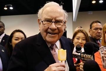Công ty của Warren Buffett sở hữu 'núi tiền mặt'