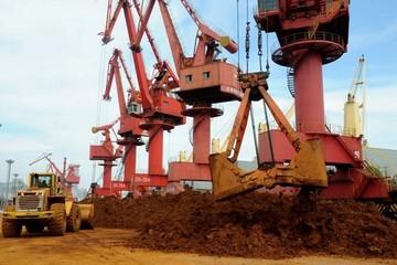 Giá quặng sắt xuống dưới 100 USD/tấn