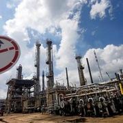 Giá dầu giảm hơn 1%, Brent vào thị trường giá xuống