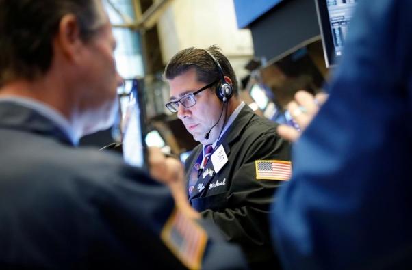 Phố Wall phục hồi sau khi bị bán tháo, Dow Jones tăng hơn 300 điểm