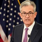Tiền mặt mất ngôi vương trong một thế giới lãi suất giảm