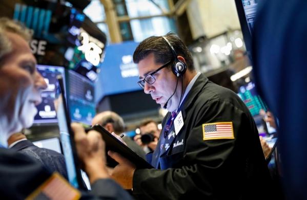 Phố Wall diễn biến trái chiều, S&P 500 phục hồi sau khi giảm sâu