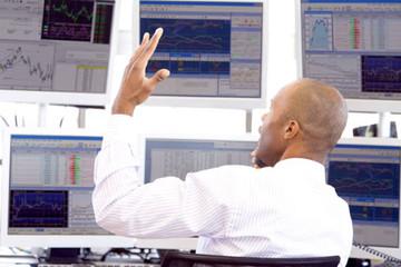 Khối ngoại tiếp tục bán ròng 112 tỷ đồng trong phiên VN-Index tăng hơn 9 điểm