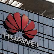 Đáp trả Trung Quốc, Mỹ hoãn cấp phép làm ăn với Huawei