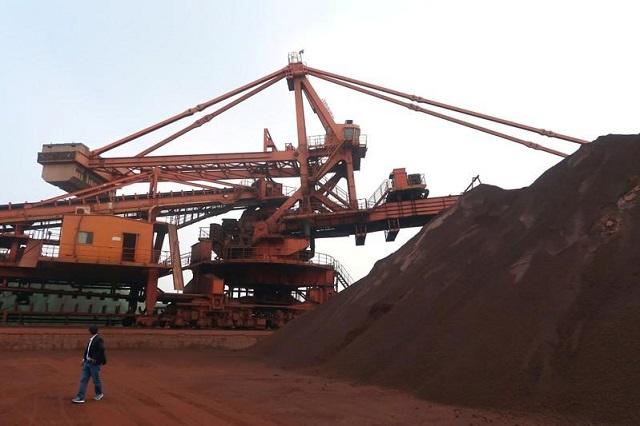 Giá quặng sắt giảm mạnh nhất gần 3 năm