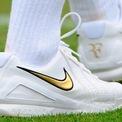 """<p> <span style=""""color:rgb(0,0,0);"""">Năm 2008, Federer đã ký hợp đồng tài trợ 10 năm với Nike trị giá gần 120 triệu USD. Sự hợp tác này kết thúc vào tháng 3 năm 2018.</span></p>"""