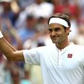 """<p> <span style=""""color:rgb(0,0,0);"""">Hè năm ngoái, Federer đã gây xôn xao khi thay đổi hãng tài trợ từ Nike sang Uniqlo vốn ít được biết đến hơn với một hợp đồng kéo dài 10 năm trị giá 300 triệu đôla.</span></p>"""