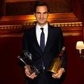 """<p> <span style=""""color:rgb(0,0,0);"""">Ngoài ra, Roger cũng là đại sứ cho Moet &amp; Chandon Champagne và gần đây đã phát hành phiên bản rượu champagne giới hạn để đánh dấu năm thứ 20 của anh trong sự nghiệp quần vợt chuyên nghiệp. 20 chai đã được bán với giá 23.000 đôla mỗi chai - nhưng tất cả số tiền thu về đã được dành cho Quỹ Roger Federer.</span></p>"""