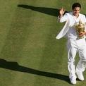 """<p> <span style=""""color:rgb(0,0,0);"""">Sai lầm thời trang tệ nhất của Federer đã xảy ra khi anh chiến thắng giải Wimbledon năm 2007 – nếu nhìn kỹ bạn sẽ thấy anh chàng đang mặc quần ngược.</span></p>"""