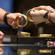 Giá vàng thế giới sẽ leo thang lên 2.000 USD/ounce?