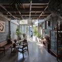 <p> Tầng 1 được thiết kế thông thoáng, liền mạch. Phần bên ngoài là phòng khách, đi sâu vào bên trong là giếng trời và khu bếp.</p>