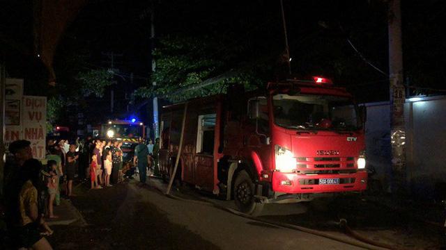 Công ty may mặc ở Sài Gòn cháy trong đêm