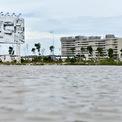 """<p> <span style=""""color:rgb(68,68,68);text-align:justify;"""">Hình ảnh nước lênh láng trên các con đường nội khu của các dự án resort cao cấp trên bãi Trường. Phía xa là dự án khách sạn Pullman Phú Quốc có diện tích 6,2 ha với 339 phòng và 10 biệt thự sát bờ biển có bể bơi riêng.</span></p>"""
