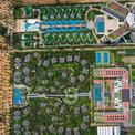 """<p> <span style=""""color:rgb(68,68,68);text-align:justify;"""">Hai khu nghỉ dưỡng Novotel và Best Western Premier Sonasea Phú Quốc cùng chủ đầu tư CEO Group. Khu Novotel với 44 căn biệt thự, 400 phòng khách sạn xây dựng trên diện tích hơn 70.000 m2. Còn khuBest Western Premier có 550 căn hộ nghỉ dưỡng và 15 biệt thự có hồ bơi riêng biệt.</span></p>"""