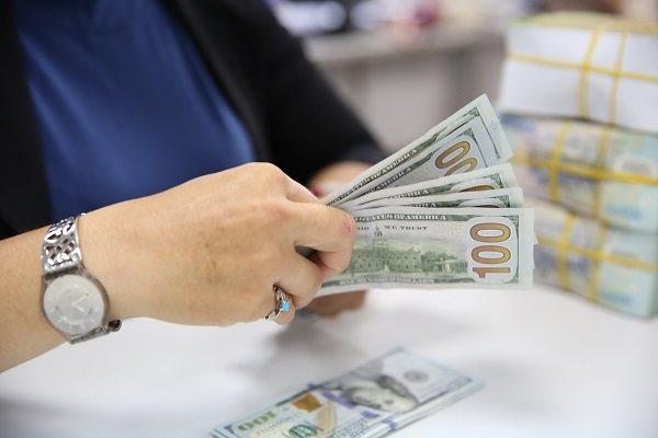 Mục tiêu chính của các ngân hàng là tăng nguồn vốn dài hạn để tuân thủ các quy định hiện hành của Ngân hành Nhà nước. Ảnh minh họa Thành Hoa