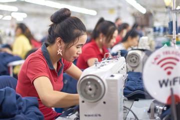 Thế khó của doanh nghiệp dệt may, xơ sợi Việt Nam trong căng thẳng tiền tệ