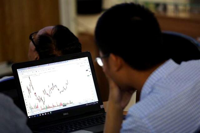 """Các chuyên gia cho rằng TTCK sẽ phản ứng """"bão hòa"""" với những tin tức như việc Trung Quốc hạ giá nhân dân tệ. Ảnh: ĐTCK"""