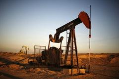 Thị trường dầu mỏ thế giới bên bờ vực khủng hoảng